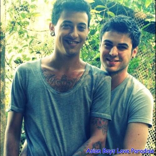 boys_hot_gay_couples_8