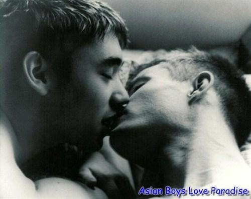close_eyes_kiss_hot_gay_couples_6