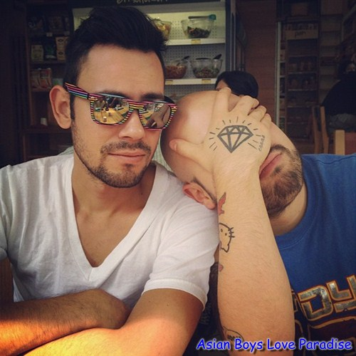 sunglasses_hot_gay_couples_3