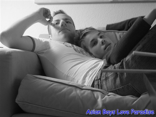 tender_hot_gay_couple_6
