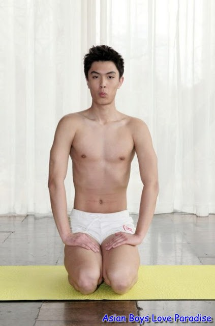 yoga chinese hunk9